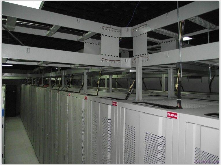 防静电地板并且下端增加钢筋支架保证承重